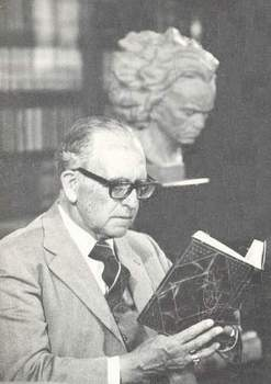 Fernando Diez de Medina, escritor en su estudio